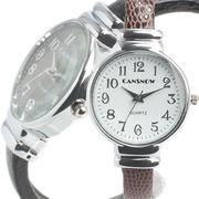 シンプル3針 ラウンドケースの型押しレザーバングルウォッチ レディース腕時計 AV038