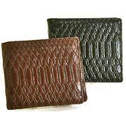人気のパイソン型押し!小銭入れも付いている!シンプルで使いやすいメンズ二つ折財布!