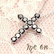 【me on...】K10WGブラックダイヤモンド・ロザリオクロス・ネックレス