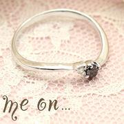 【me on...】K10ホワイトゴールド(WG)ブラックダイヤ&ダイヤモンドリング