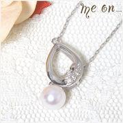 【me on...】 K10ホワイトゴールド(10金)・雫モチーフ×ダイヤ&パールのネックレス