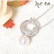 【me on...】ベビーリング風・K10ホワイトゴールド・ダイヤモンド&パールのネックレス