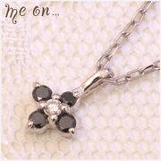 【me on...】ブラックダイヤ×ダイヤK10ホワイトゴールド(10金)・花モチーフネックレス