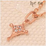 【me on...】贅沢に4粒のダイヤが輝くK10ピンクゴールド(10金)・クロスモチーフネックレス