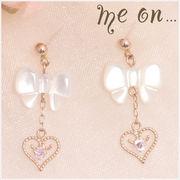 【me on...】K10ピンクゴールド・キュービックジルコニア・オープンハート&白蝶貝のリボンモチーフピアス