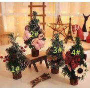 クリスマスの飾り 豪華なクリスマスツリー デパートのレストランでは、松針のクリスマスツリー