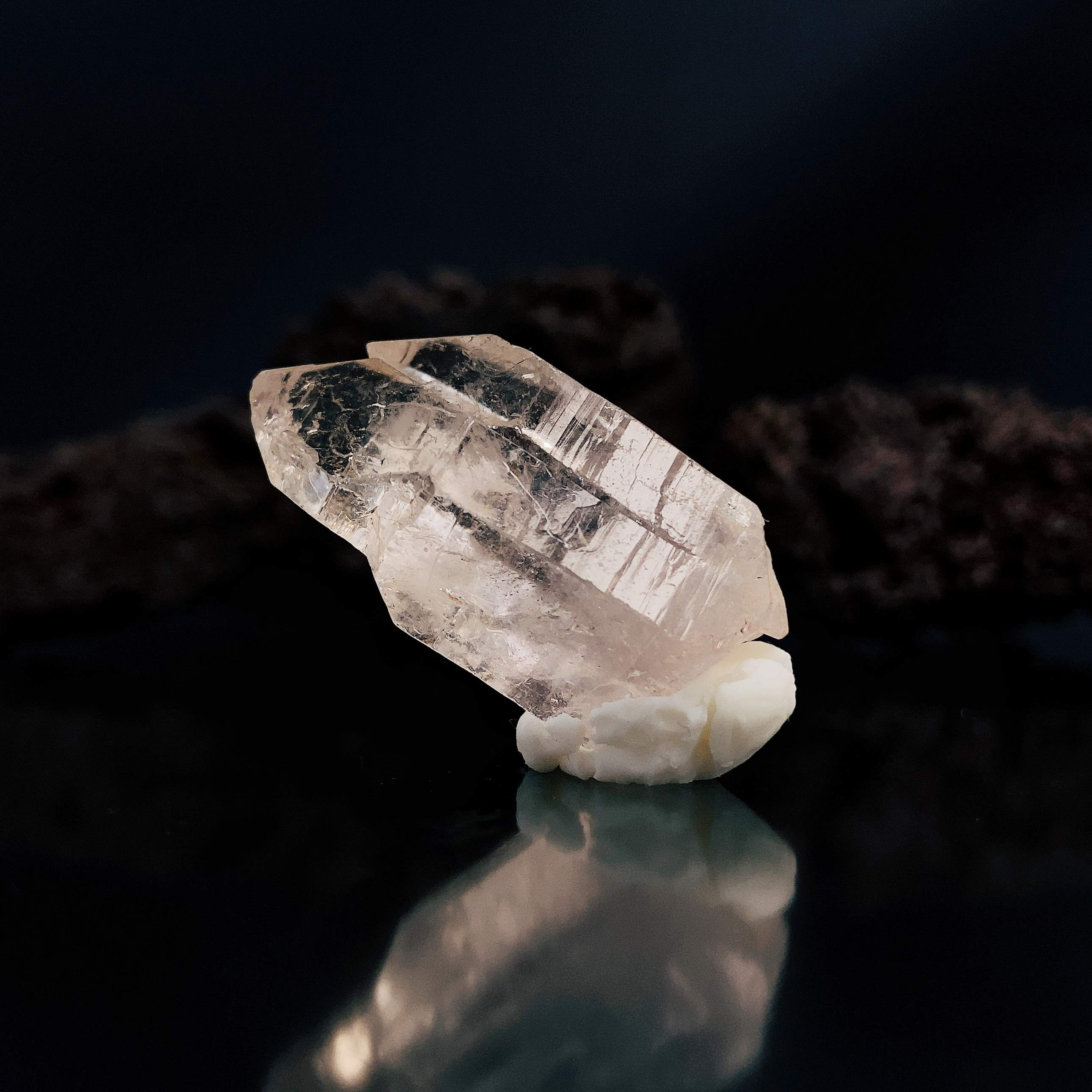 日本検品発送 ヒマラヤ水晶 超透明 ホワイトファントム 原石 ポイント マニハール産水晶