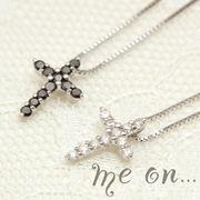 【me on...】ブラックダイヤモンド&ダイヤモンド・クロスネックレス