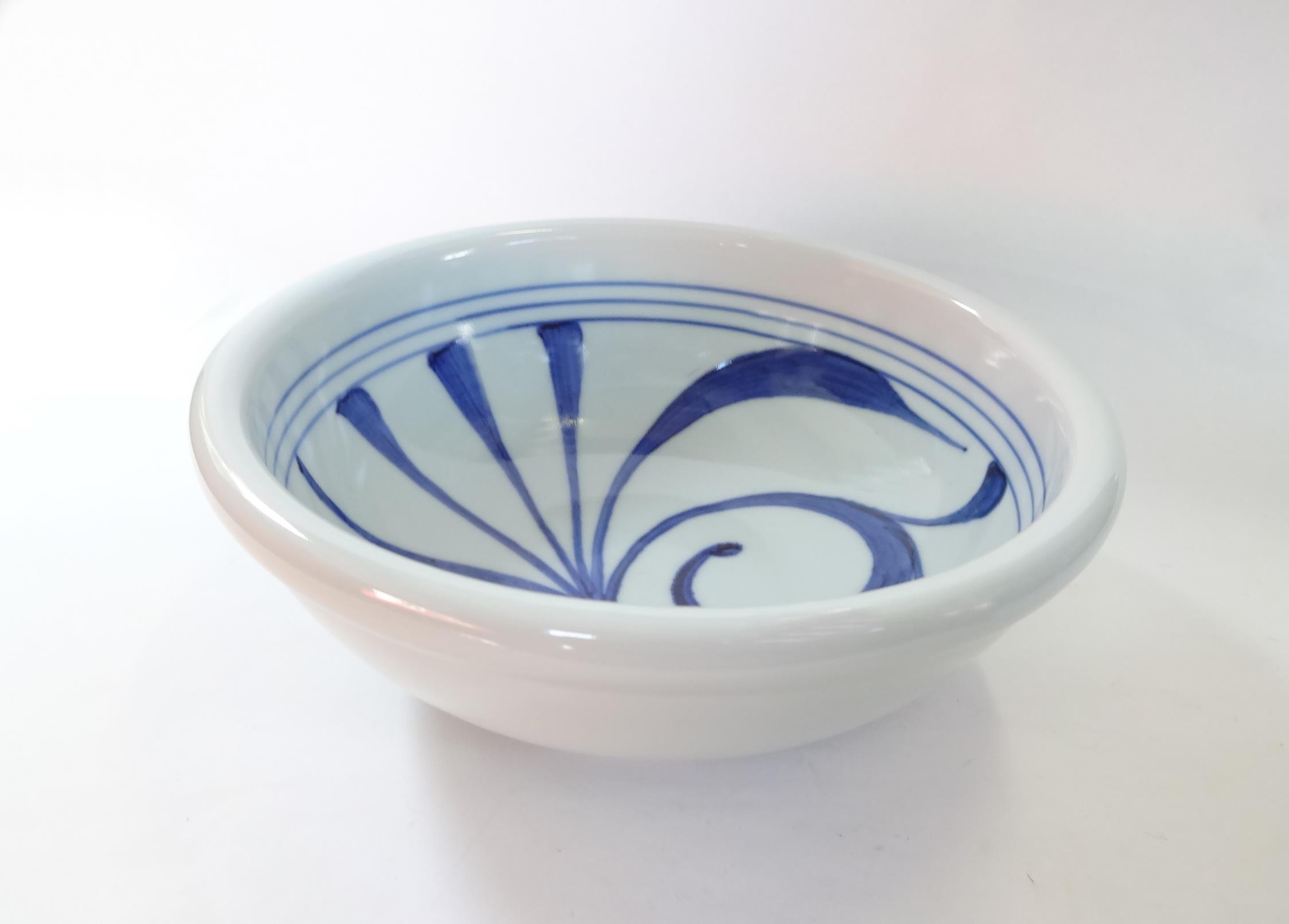 砥部焼 6寸玉縁鉢 一つ唐草