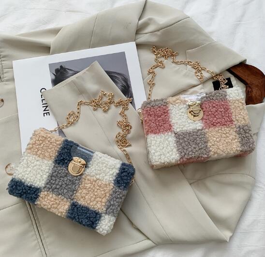 バッグ 鞄 カバン 斜め掛け 肩掛け 秋冬 もこもこ チェーン かわいい トレンド おしゃれ
