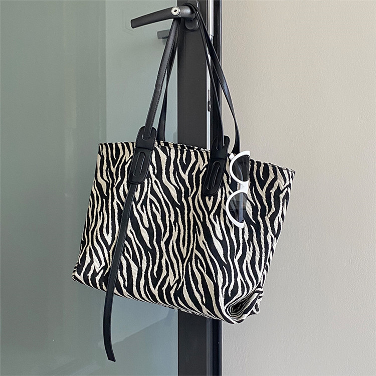 価格はすでに下がりました 韓国ファッション トレンド トートバッグ カレッジバッグ 大容量