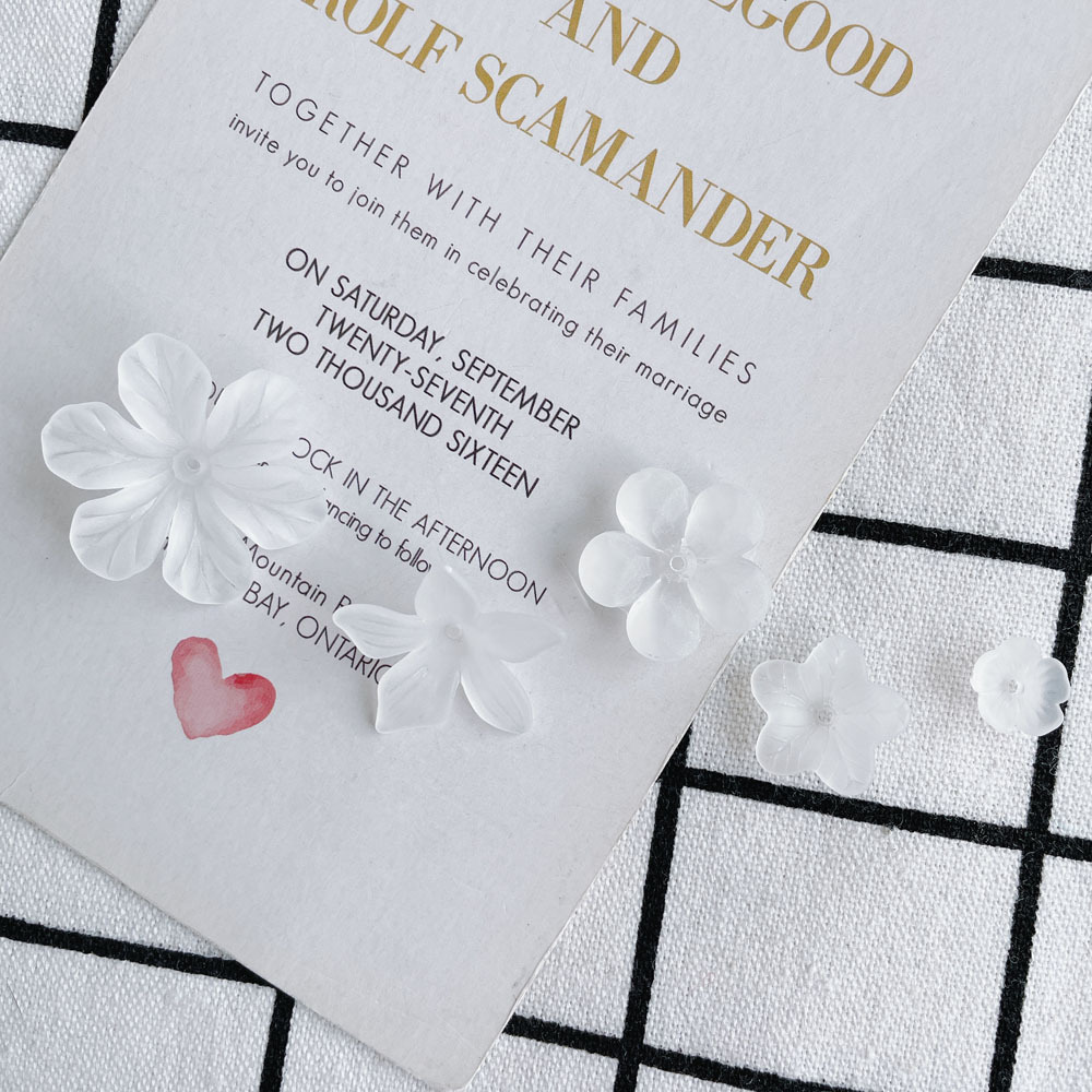 大振りフラワー アクリルビーズ つや消しクリア 透明 ホワイト 花 アクリルパーツ アクセサリーパーツ